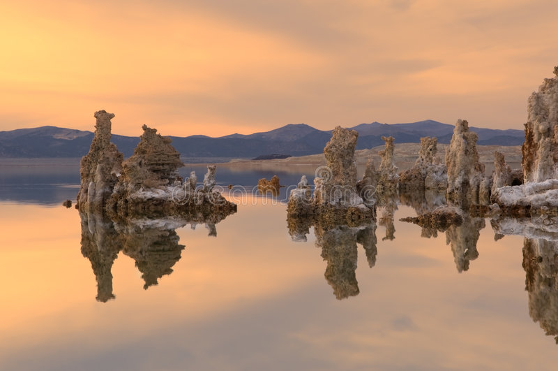 Mono lago sunset imagens de stock