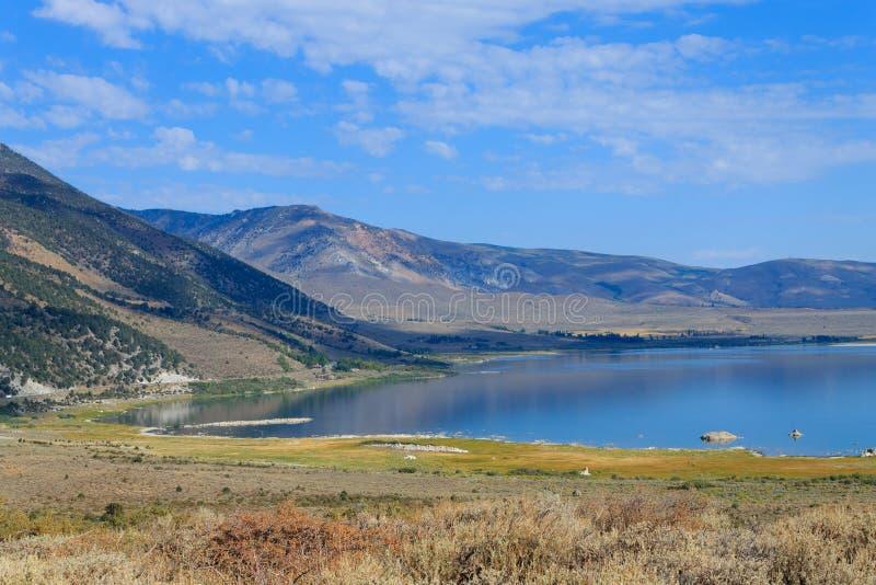 Mono panorama do lago imagem de stock