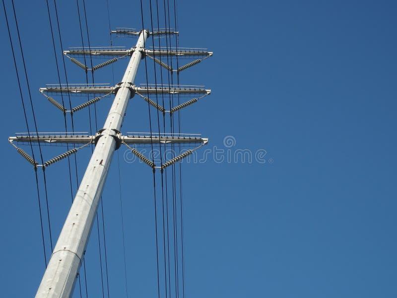 Mono polo da transmissão elétrica de alta tensão fotos de stock
