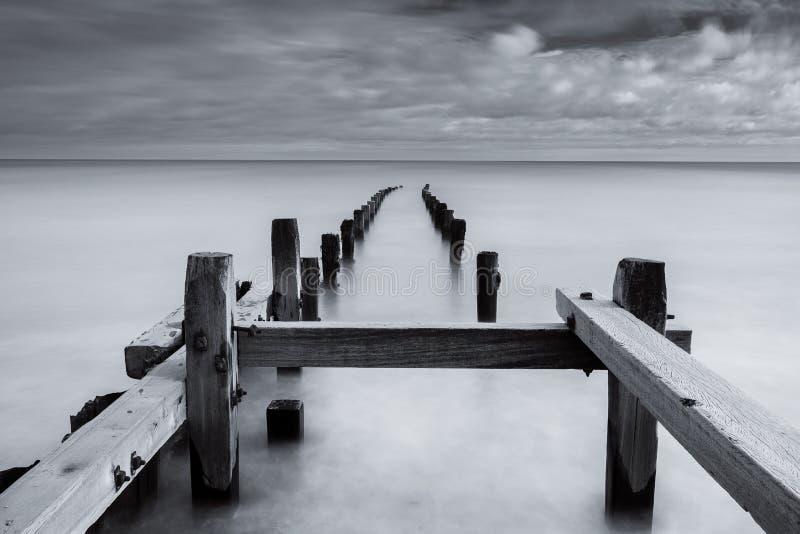 MOno Seascape, обороны моря береговой линии Норфолка, Англия, Великобритания стоковые изображения rf