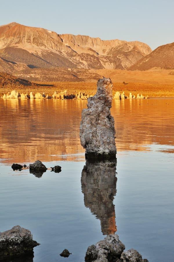 Mono stalagmites do lago fotos de stock