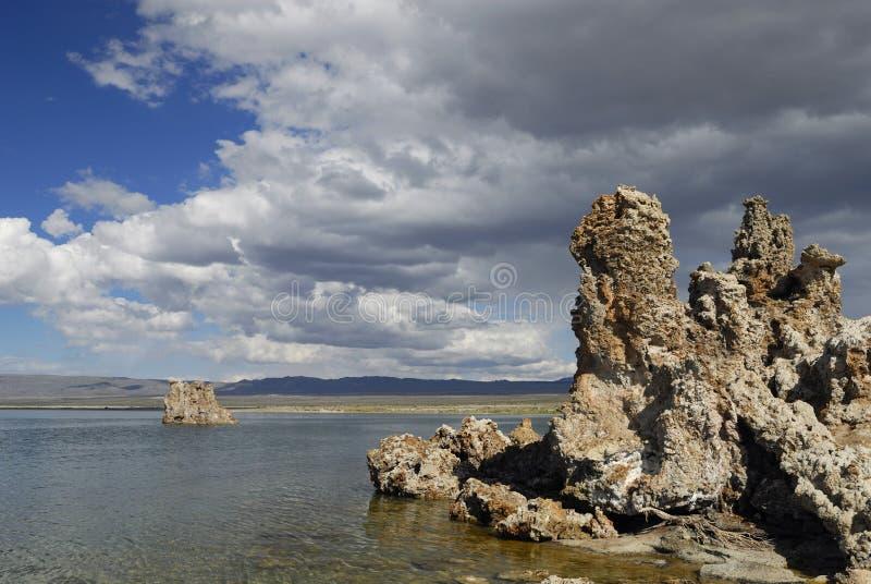 Mono tufa van het Meer in oostelijk Californië stock fotografie