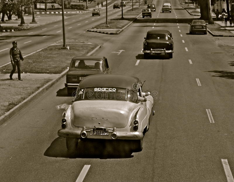 Monoautos in einer Straße in Havana lizenzfreies stockfoto