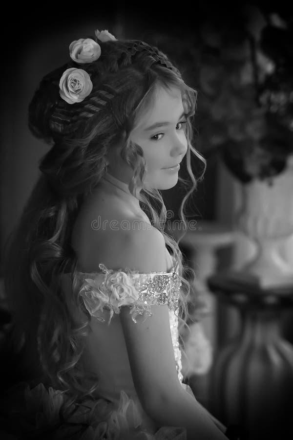 Monochromatycznej rocznik fotografii mały princess obrazy stock