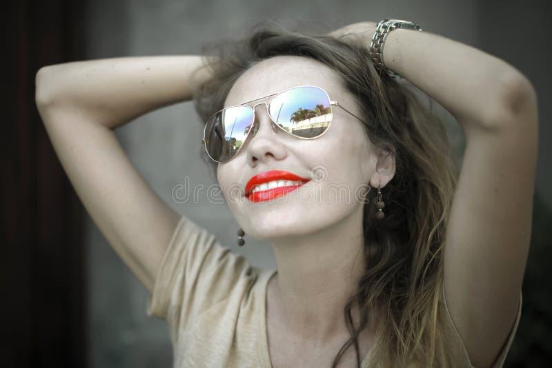 Monochromatyczny portret młoda piękna kobieta zdjęcie stock