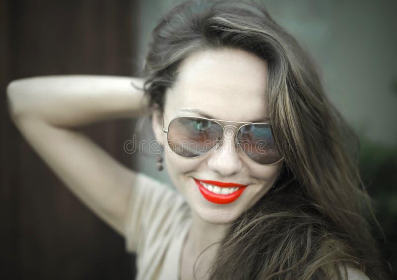 Monochromatyczny portret młoda piękna kobieta zdjęcie royalty free