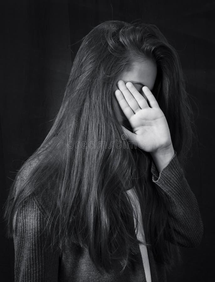 Monochromu zamknięty up portret młoda piękna dziewczyna obrazy royalty free