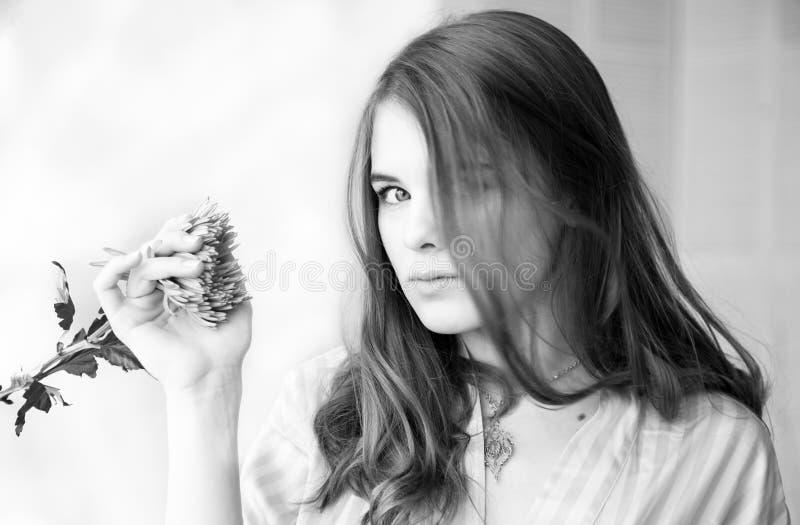 Monocromebeeld van aardig meisje royalty-vrije stock fotografie