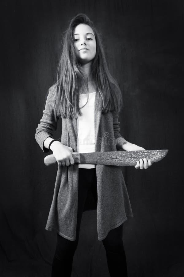 Monokrom emotionell stående av den unga härliga flickan royaltyfri fotografi