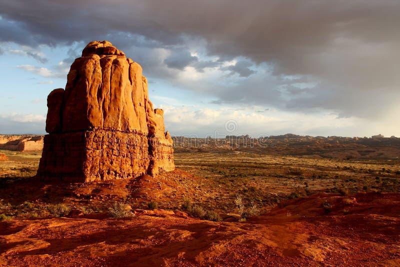 Monolithe rouge de roche image libre de droits