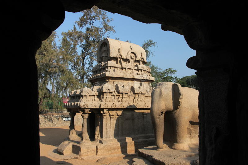 Monolitisk tempel royaltyfria foton