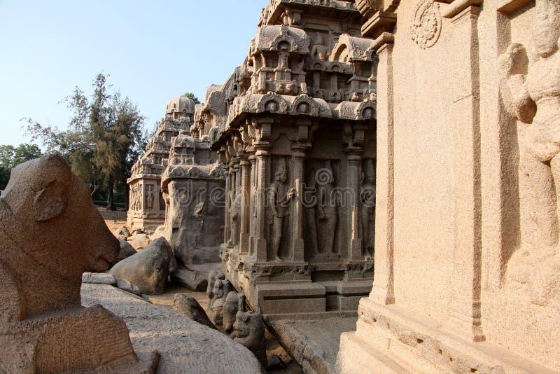 Monolitisk tempel arkivbilder