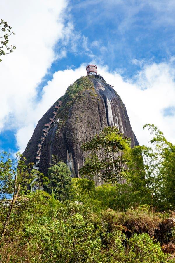 Monolitiskt stenberg på Guatape royaltyfri foto