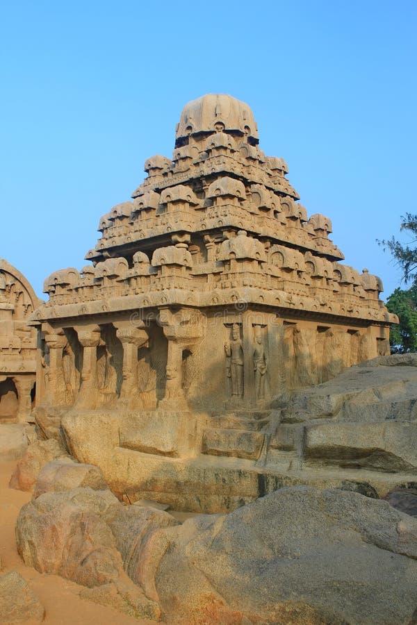 monolitiskt vagga snittet fem Rathas på Mahabalipuram, Indien arkivbilder