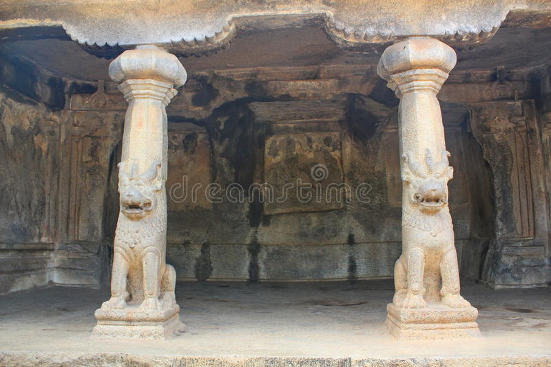 Monolitiskt vagga snittgrottor, Mahabalipuram, Indien royaltyfri fotografi