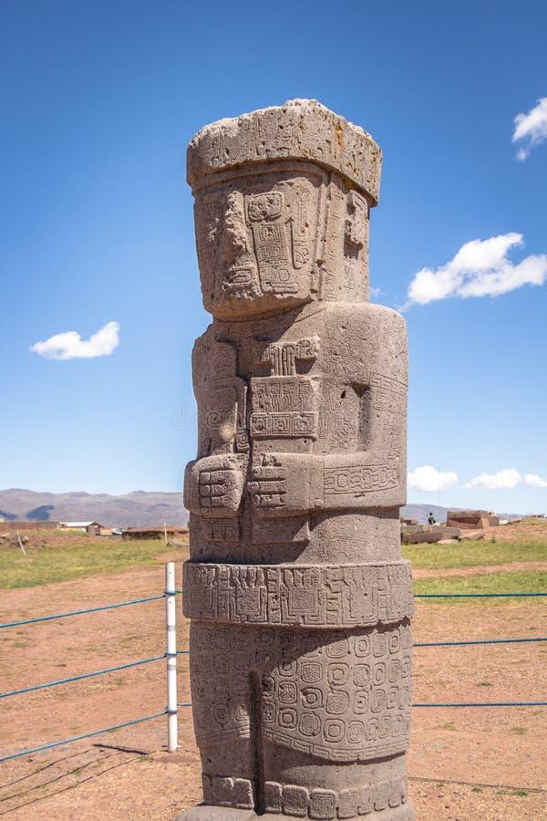 Monolitstaty av Tiwanaku Tiahuanaco kultur - La Paz Bolivia royaltyfri fotografi