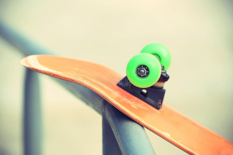 Download Monopatín en skatepark foto de archivo. Imagen de deportes - 64206416