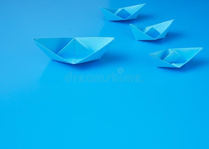 Monopolgesch?ftsorigami-Bootspapier stockbild