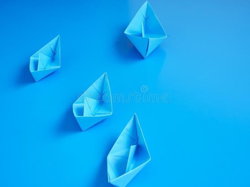 Monopolgesch?ftsorigami-Bootspapier lizenzfreies stockfoto