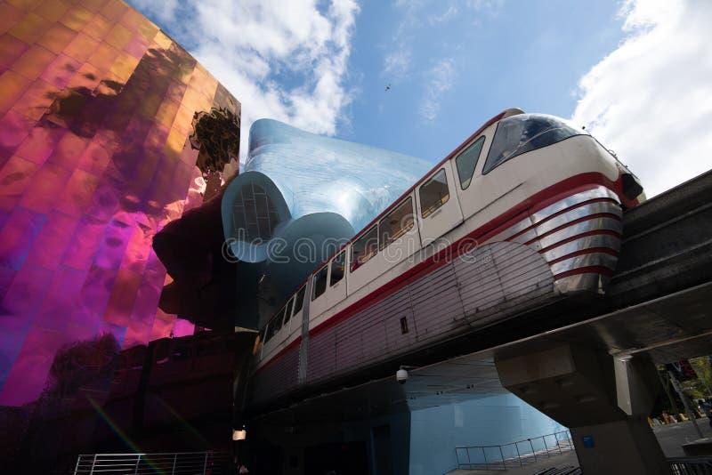 Monorail de Seattle sortant le musée Seattle Washington de MoPop photos libres de droits
