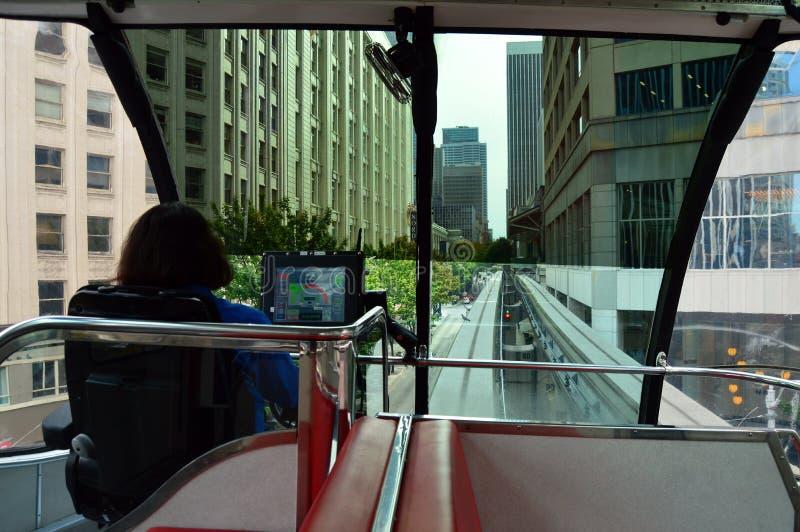 Monorail rijdt door Seattle royalty-vrije stock foto's