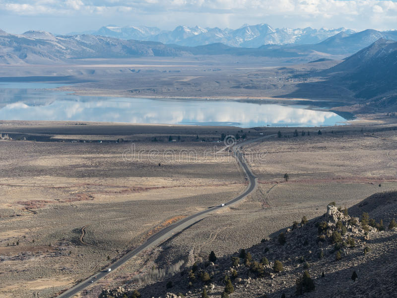 Monosee in der Ostsierra Nevada Range lizenzfreie stockbilder