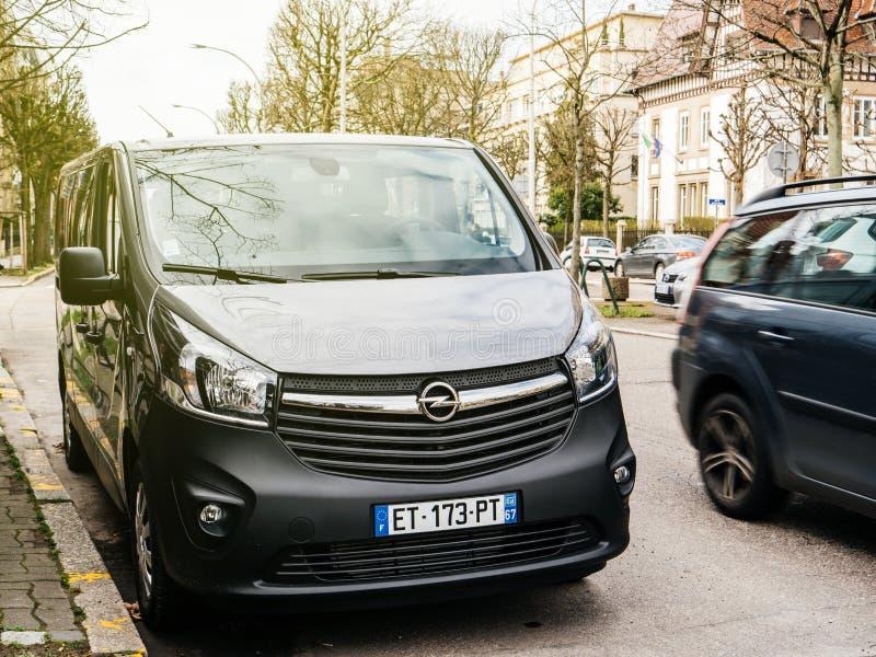 Monospace de passager d'Opel Vivaro BiTurbo photos libres de droits