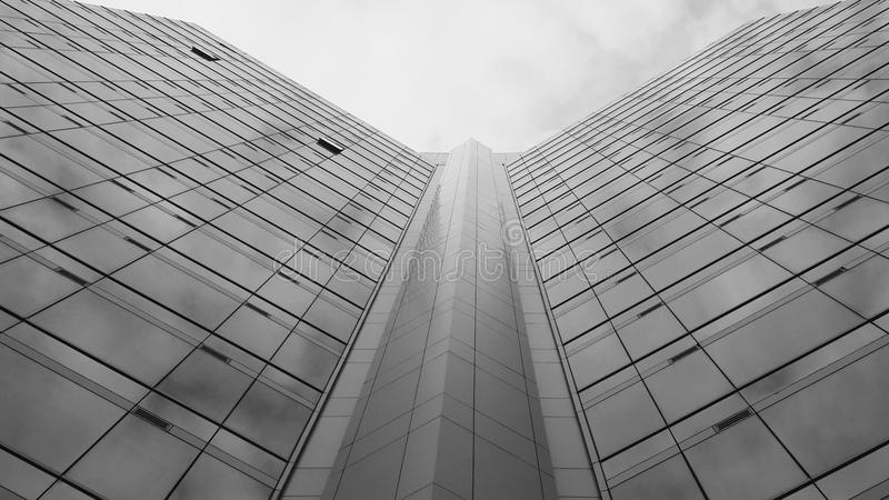 Monotones Geschäftshintergrundgebäude lizenzfreies stockfoto