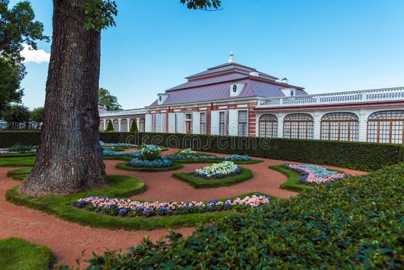 Monplaisir-Palast von Peter der Große bei Peterhof, Heiliges Petersbu stockfoto