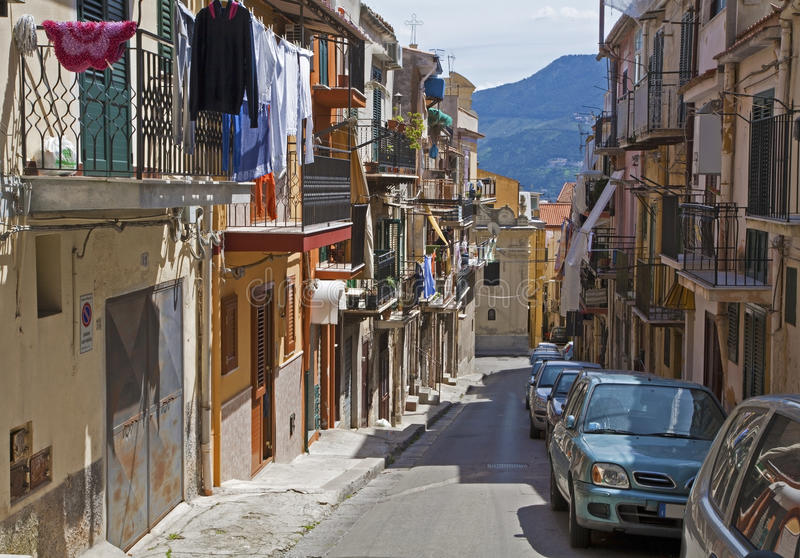 Monreale - χαρακτηριστικός ιταλικός μεσογειακός διάδρομος στοκ φωτογραφία με δικαίωμα ελεύθερης χρήσης