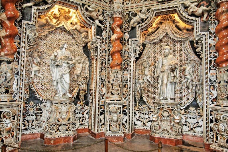 Monreale Kirche-Marmor-Nische lizenzfreie stockfotos