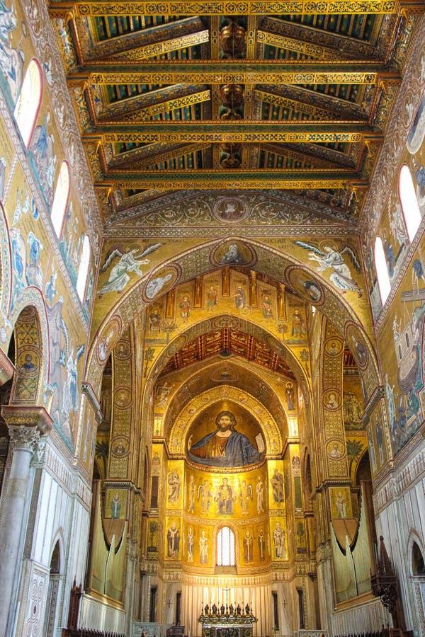 Monreale, Sizilien, Italien - 11. April 2019: Überraschender Innenraum der Kathedrale von Monreale, Duomo di Monreale Goldenes Mo stockbilder
