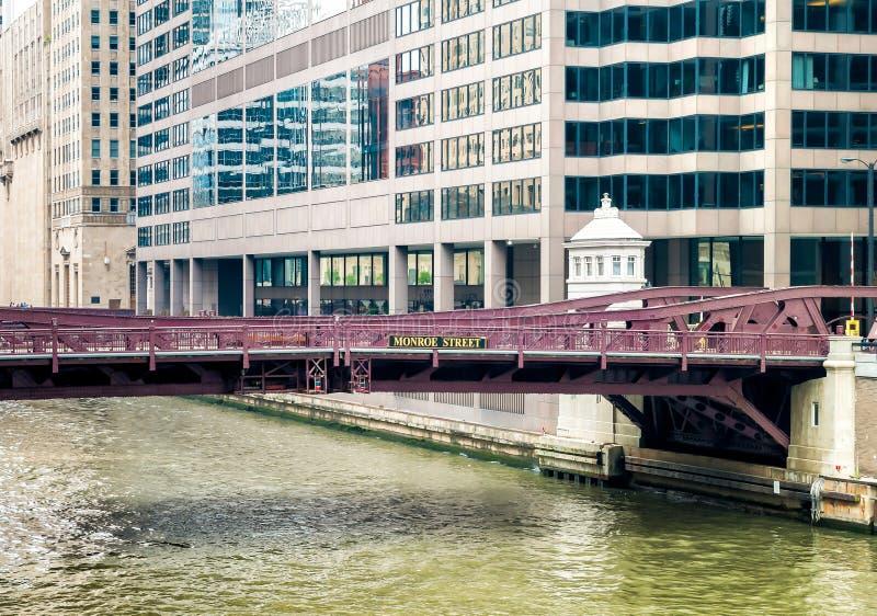 Monroe Adams Street Bridge en Chicago foto de archivo