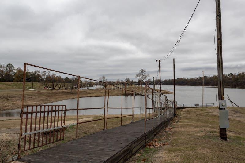 Monroe, Louisiana/U S a dec Rampe de bateau de parc de 23,2017 Forsythe sur la rivière Ouachita image stock