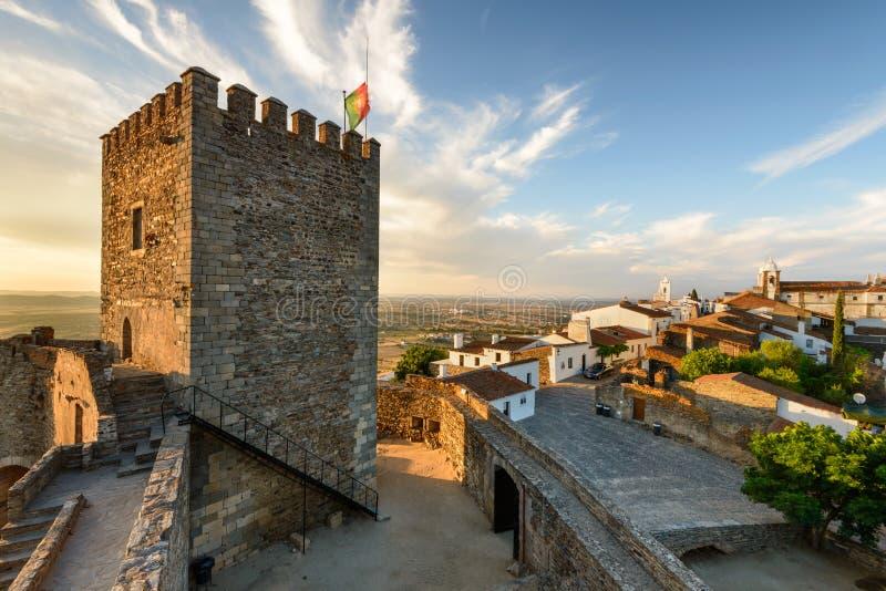 Monsaraz中世纪村庄在阿连特茹,葡萄牙 免版税库存图片