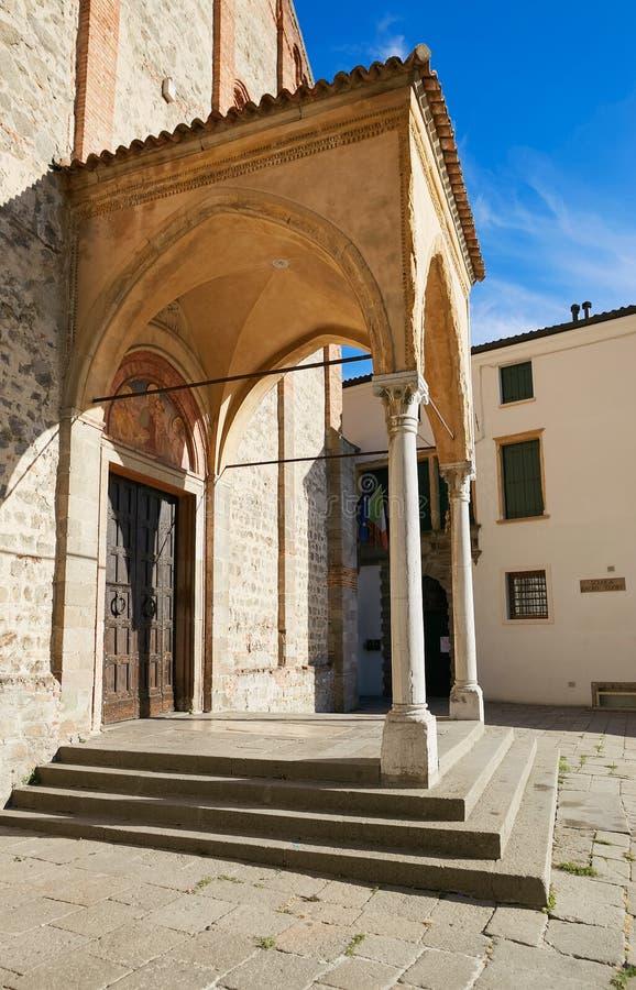 Monselice Italien - Juli 13, 2017: Fasad av den gamla domkyrkan av Santa Giustina i Monselice i landskapet av Padua arkivfoton