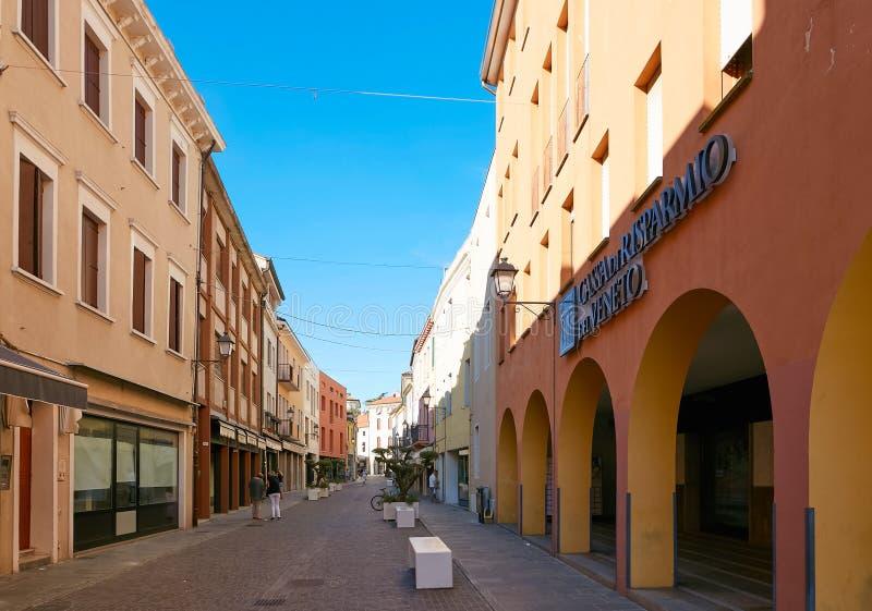 Monselice, Italien - 13. Juli 2017: Straße in der Mitte von Monselice, Nord-Italien lizenzfreie stockbilder