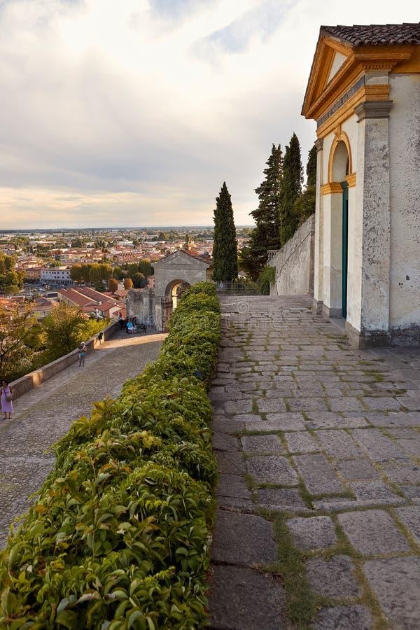 Monselice Italien - Juli 13, 2017: Villa Dudo Komplex av sju kyrkor arkivfoto