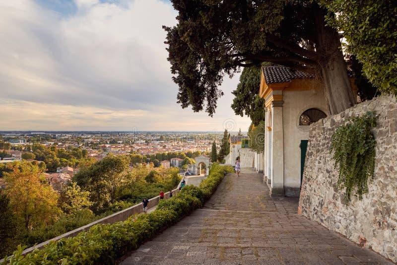 Monselice Italien - Juli 13, 2017: Villa Dudo Komplex av sju kyrkor royaltyfria foton
