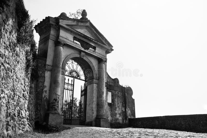 Monselice preto e branco Padua Vêneto Italia da porta fotos de stock royalty free