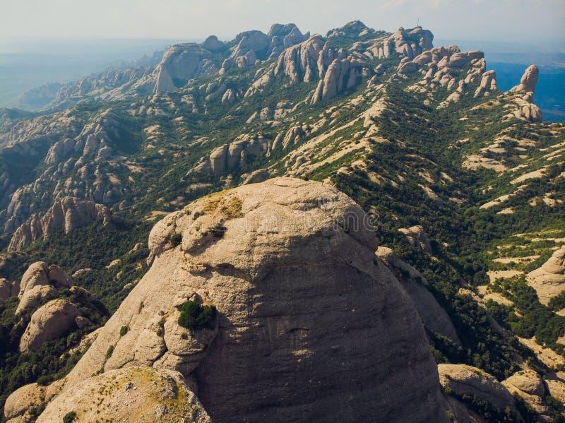 Monserrate, Catalonia, Espanha Vista superior da caverna de Santa Cova De Montserrat Or Holy da caverna do montanhês de Montserra fotografia de stock royalty free