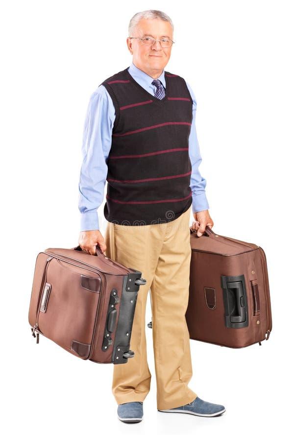 Monsieur supérieur portant deux sacs photo stock