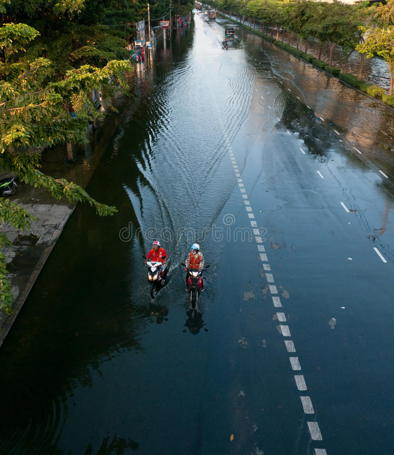 Download Monsoon Flooding In Bangkok, November 2011 Editorial Stock Photo - Image: 21913278