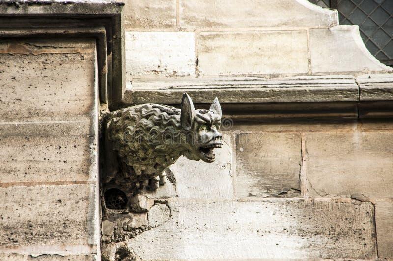 Monster Gargouille op de kerk stock foto