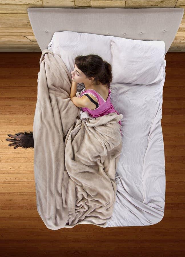 Monster unter dem Bett stockbild