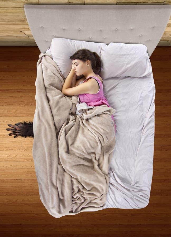 Monster unter dem Bett lizenzfreies stockfoto