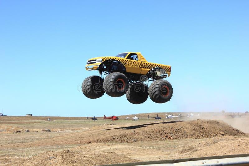 Monstertruck lizenzfreies stockfoto