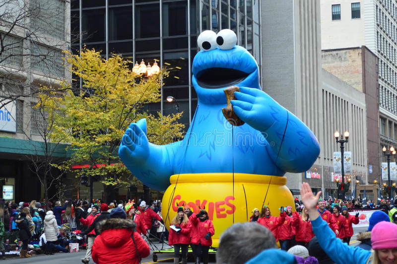 Monstruo de la galleta en desfile de la acción de gracias del ` s de McDonald imagen de archivo libre de regalías