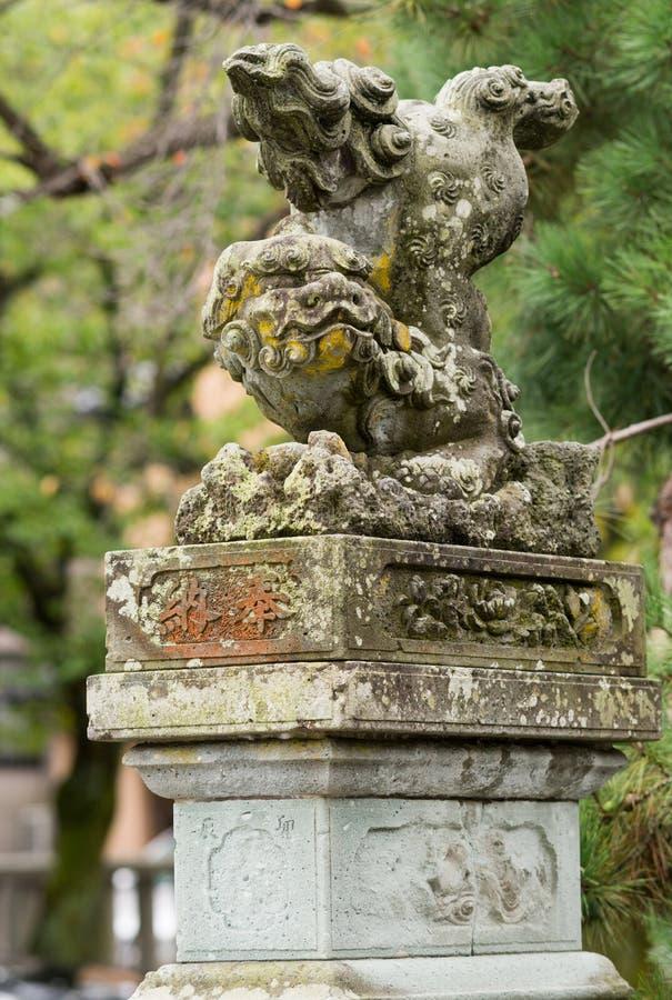 Monstruo japonés del león en el jardín de Kenrokuen imágenes de archivo libres de regalías
