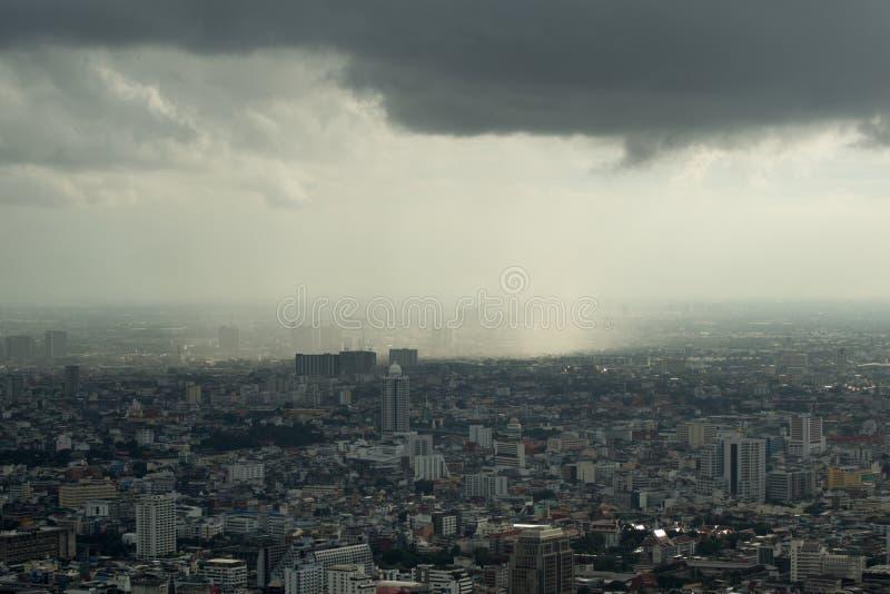 Monsun burza nad Bangkok - mglisty niebo obraz royalty free